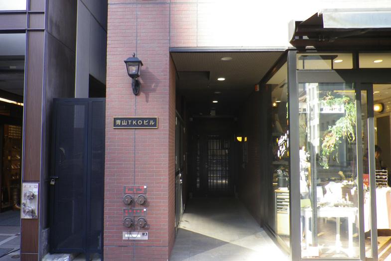渋谷・表参道サロンへの行き方6 レンガ調のビル3Fにサロンが入っております