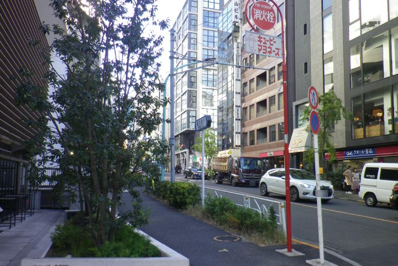 渋谷・表参道サロンへの行き方4 左手に「キューピー株式会社」がございます