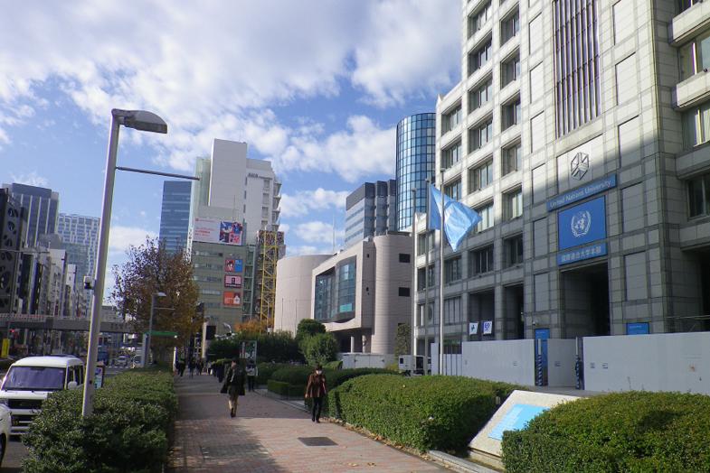 渋谷・表参道サロンへの行き方4 右手に「国際連合大学」が見えてきます