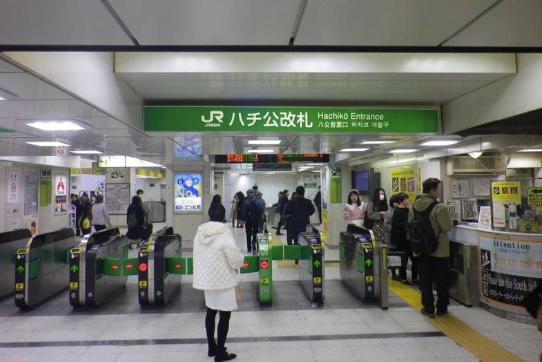 渋谷・表参道サロンへの行き方1 ハチ公改札を出ます